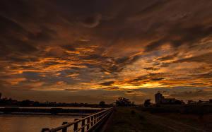 Картинки Рассветы и закаты Озеро Забор Облака Природа