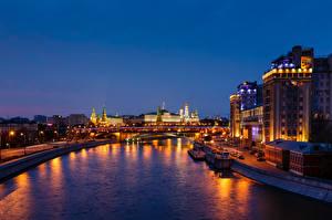 Картинки Москва Реки Россия Московский Кремль Водный канал город