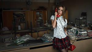 Фото Телефоном Ученица The call from the past Xenia Kokoreva George Chernyad'ev девушка