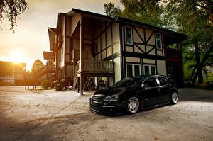 Обои Volkswagen Здания Черная golf MK5 Автомобили