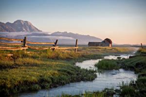 Фото Здания Гора Тумане Забор Ручей Природа