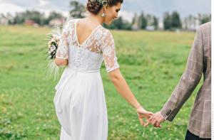 Обои Влюбленные пары Невеста Платье Жениха Девушки