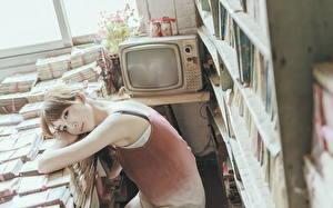 Картинки Телевизор Библиотека Девушки