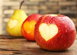 Фотографии Яблоки Груши Фрукты Сердце Еда