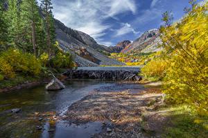 Фотографии Камень Река Озеро Горы Осенние Пейзаж Природа