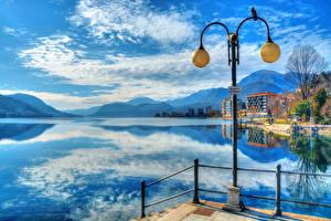 Обои Италия Озеро Горы Небо Пейзаж Уличные фонари Набережная lake orta Omegna Города Природа фото