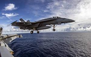 Обои Самолеты Истребители Море Авианосец Взлет FA-18E Super Hornet