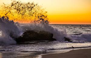 Картинка Побережье Море Камень Брызги Природа