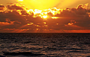 Фото Рассветы и закаты Море Горизонт Облака Лучи света Природа