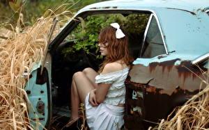 Фото Сено Платья Старый молодая женщина Автомобили