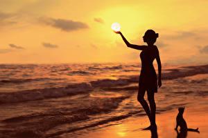 Фотографии Рассветы и закаты Море Силуэт Солнце G.BUER Природа Девушки