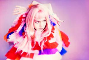 Картинки Розовый Grimes Claire Boucher Знаменитости Девушки