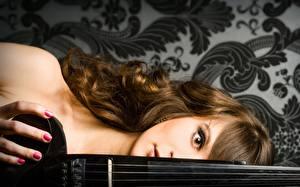 Фото Скрипки Маникюр Шатенки молодые женщины