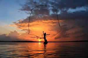Фотография Таиланд Море Рыбалка Небо Рассвет и закат Силуэта Облака Природа