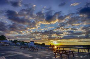 Обои Речка Небо Рассветы и закаты Набережная Облака город