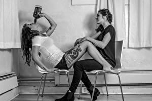 Картинка Джек дэниэлс Татуировка Ног Двое Стул Сидит Meredith Lauren молодая женщина
