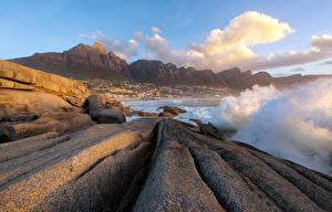 Картинка Море Гора Берег Скалы С брызгами Природа