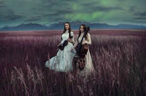 Фото Поля Музыкальные инструменты Виолончель Платье Двое Девушки