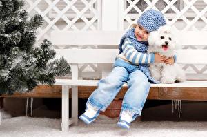Фотографии Собаки Девочки Шапки Пудель Сидящие Ребёнок Животные