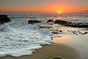 Картинка Берег Море Рассветы и закаты Горизонт Солнце Природа