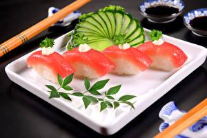 Фотографии Морепродукты Суши Огурцы Пища