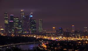 Обои Россия Москва Дома Реки Небоскребы Ночные Уличные фонари Города
