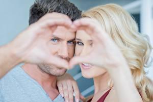 Обои Влюбленные пары Мужчины Сердце Руки Взгляд Блондинка Девушки фото