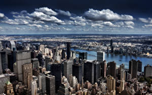 Картинка США Здания Небоскребы Нью-Йорк Мегаполис Облака город