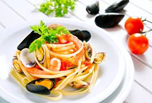 Фото Вторые блюда Морепродукты Помидоры Макароны мидии Еда