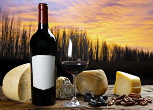 Фотография Натюрморт Вино Сыры Бутылка Бокалы Еда