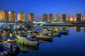 Картинки Здания Пристань Яхта Катера Ночь Doha Qatar Города