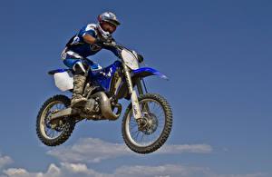 Обои Небо Мотоциклист Униформа Шлем Мотоциклы фото