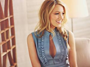 Картинки Blake Lively Блондинка Платье Улыбается Знаменитости Девушки