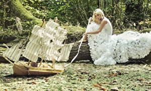 Фотография Оригинальные Парусные Корабль Блондинки Платья Девушки