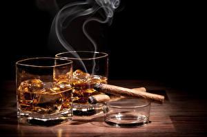 Картинка Напиток Рюмка Двое Дым Сигара Еда