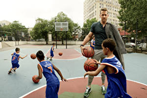 Фотография Баскетбол Райан Рейнольдс Мальчишка Мяч Негр Peggy Sirota GQ Знаменитости Дети