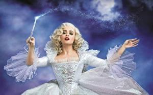 Картинка Феи Helena Bonham Carter Волшебство Платье Блондинка Cinderella Fairy Godmother кино Фэнтези Знаменитости Девушки