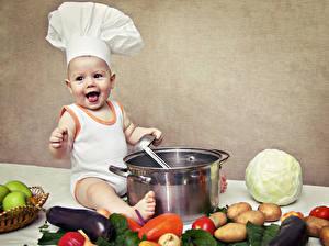 Фотография Овощи Капуста Картошка Младенец Улыбается В шапке Повары Дети