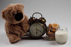Обои Игрушки Плюшевый мишка Часы Молоко Печенье Стакан
