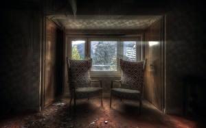 Картинка Комната Кресло Двое Окно
