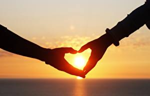 Фотография Любовь Рассветы и закаты Сердце Руки Солнце