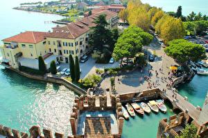 Картинки Италия Дома Причалы Сверху Улиц Sirmione город