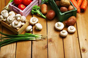 Картинки Овощи Грибы Лук репчатый Картофель Шампиньоны двуспоровые Зелёный лук Доски