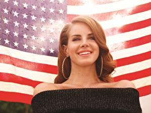 Фото Lana Del Rey США Флаг Улыбка Музыка Знаменитости Девушки