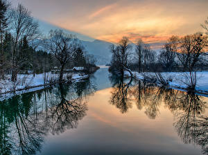 Картинки Реки Зима Горы Пейзаж Рассветы и закаты Деревья Природа