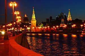Картинка Россия Москва Речка Мосты Ночные Уличные фонари Города
