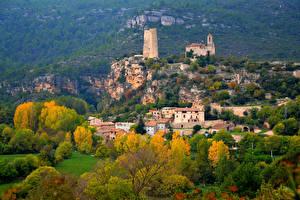 Картинка Испания Здания Крепость Осенние Деревьев Santa Perpetua de Gaia город