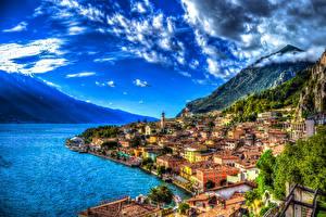 Обои Италия Побережье Дома Горы Озеро Небо Сорренто HDR Облака Города фото