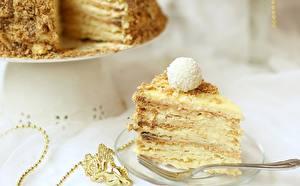 Картинка Торты Сладкая еда Пирожное Ложки Пища