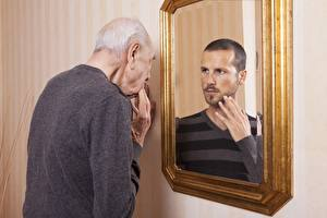 Обои Мужчины Зеркало Старый Отражение Old man фото